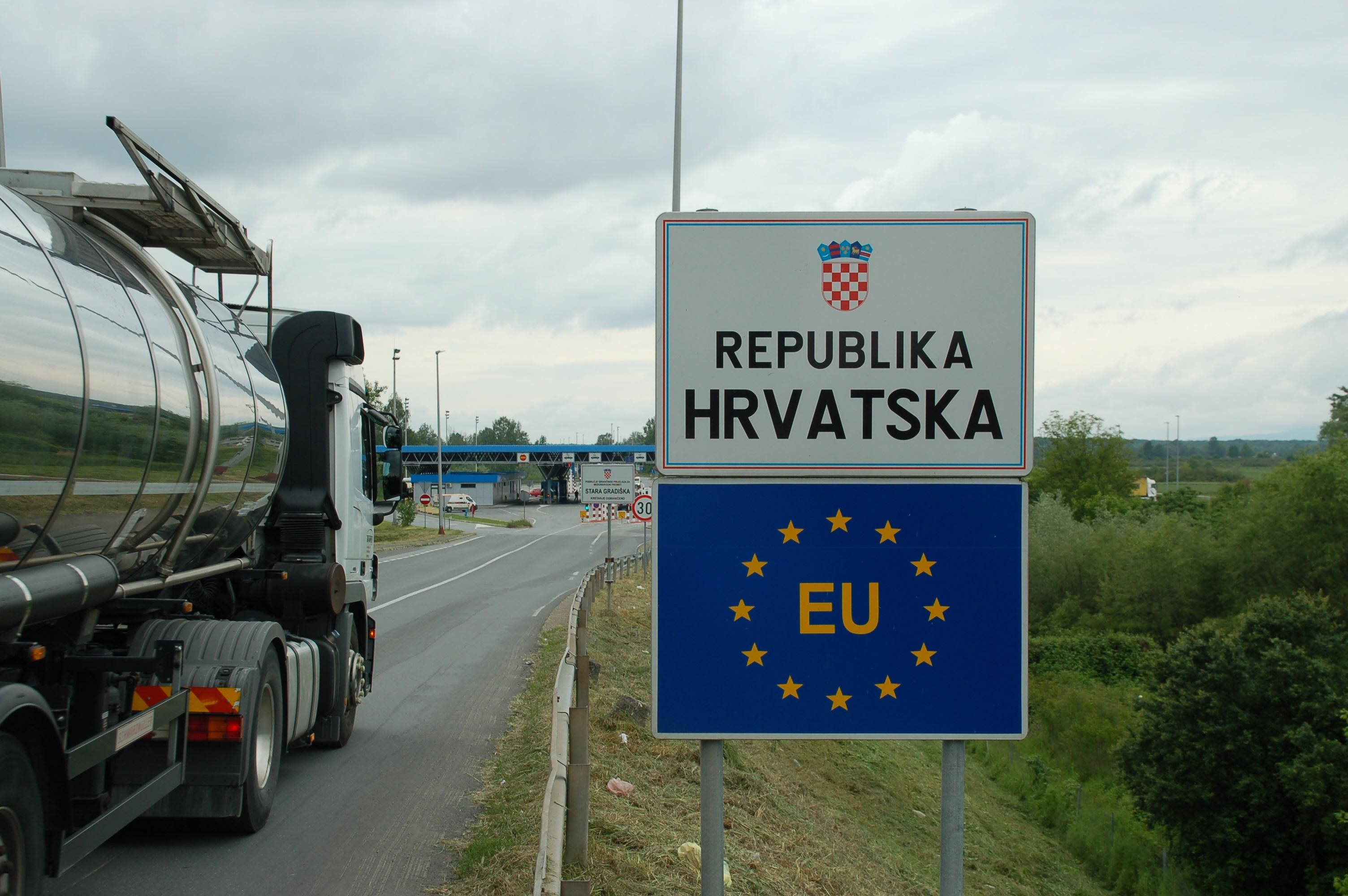 Grenzübergang Gradiska_HR_Mai 2014_Katrin Lechler